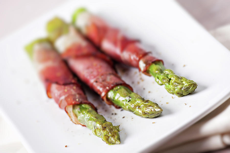 Ham Rolls With Asparagus And Bechamel Photograph by Svariophoto