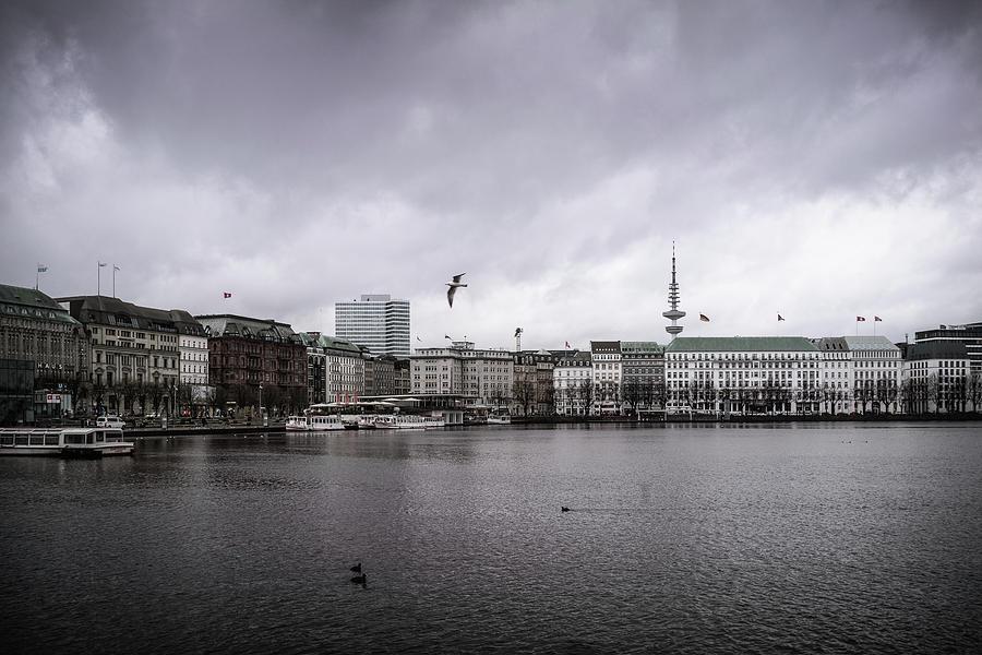 Panorama Photograph - Hamburg Binnenalster mit Fernsehturm by Ute Herzog