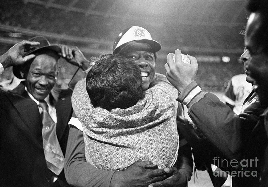 Hank Aaron Hugging His Mother Photograph by Bettmann
