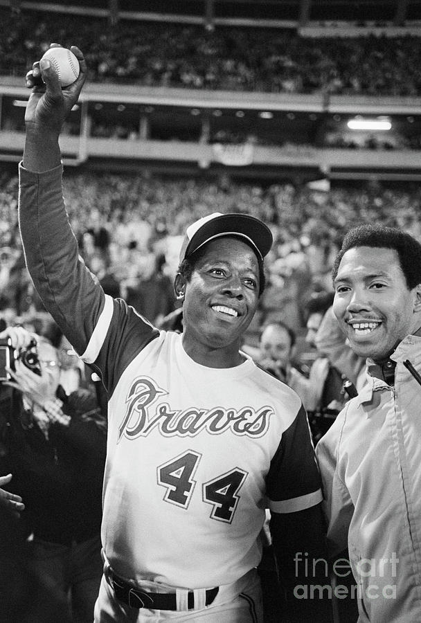 Hank Aaron With Record-breaking Photograph by Bettmann