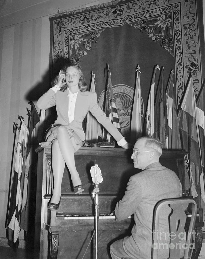 Harry Truman Playing Piano For Lauren Photograph by Bettmann
