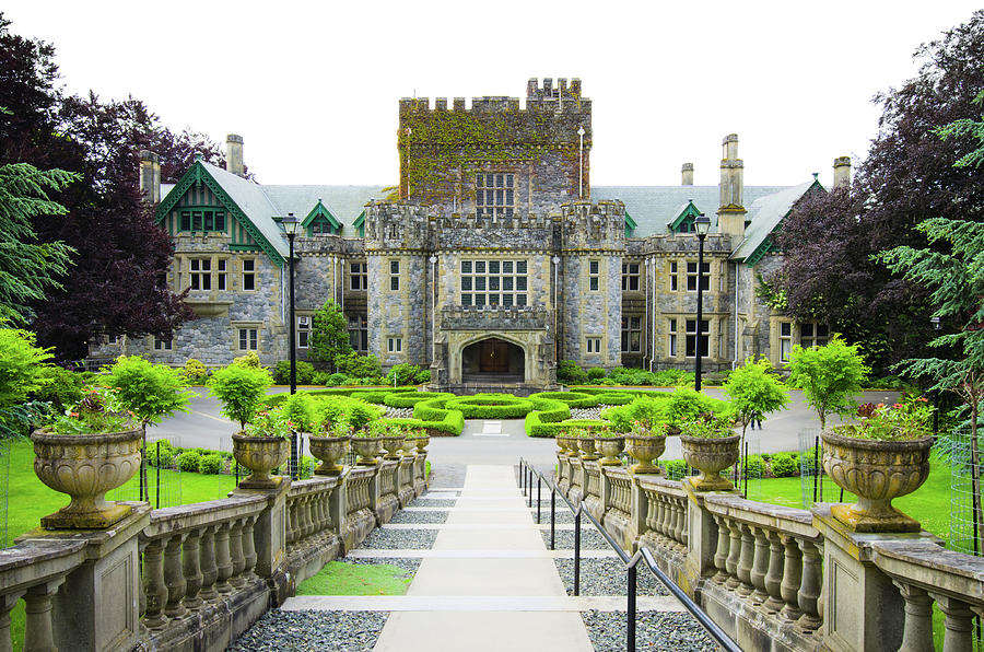 Hatley Castle Of Royal Roads University Photograph by Gregobagel