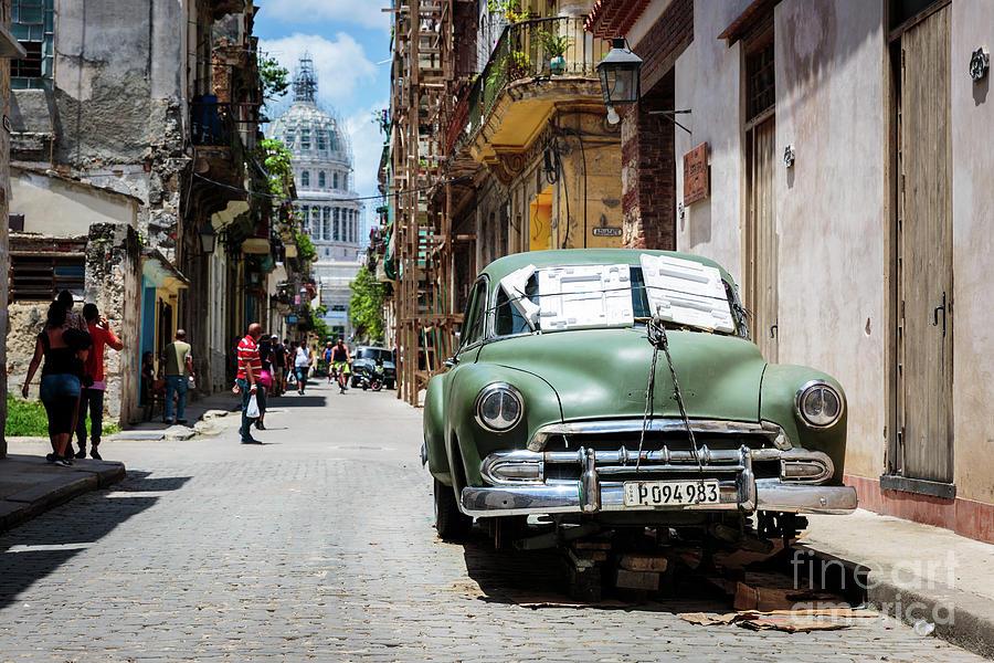 https://images.fineartamerica.com/images/artworkimages/mediumlarge/2/havana-streets-alkiviadis-loukas.jpg