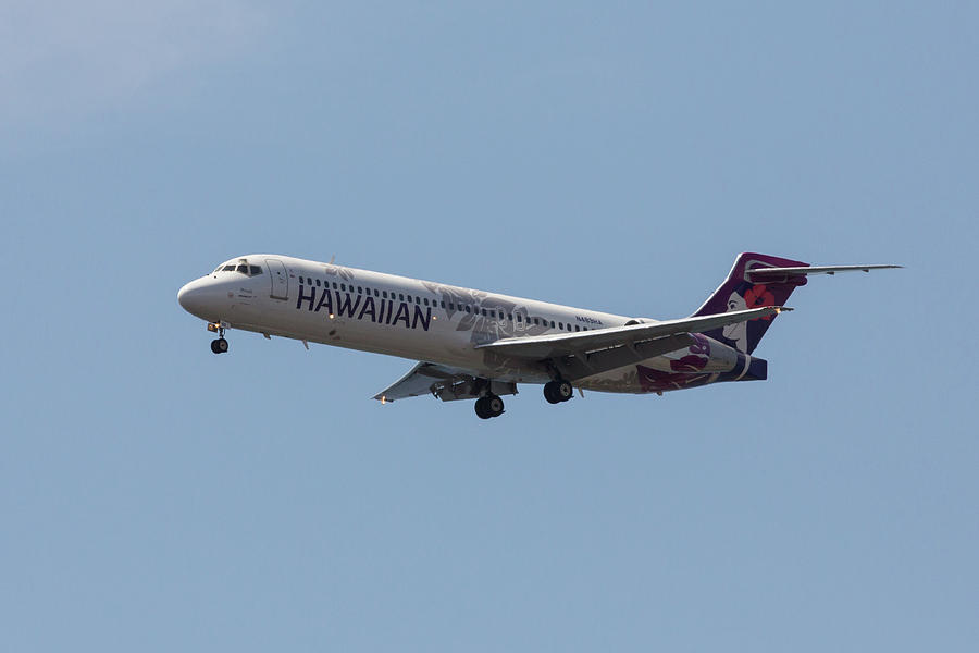 Hawaiian Airlines 717 by John Daly