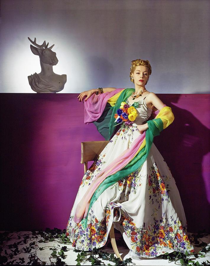Helen Bennett In Salon Moderne