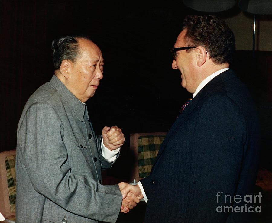 Henry Kissinger Meeting Mao Tse-tung Photograph by Bettmann