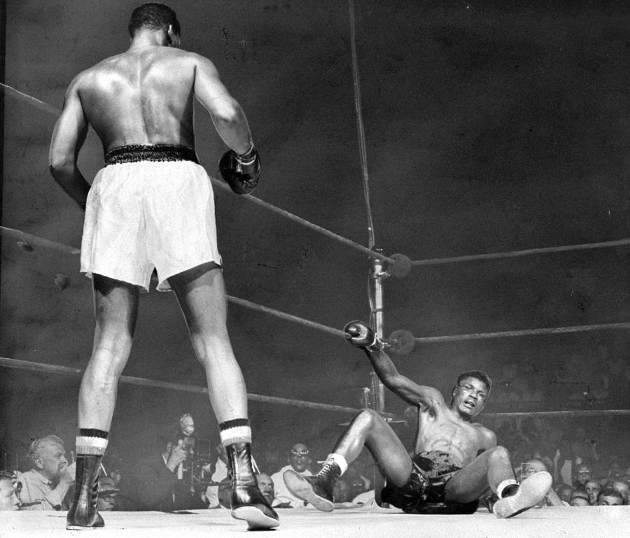 His Right Hand Grasping The Ring Rope Photograph by New York Daily News Archive
