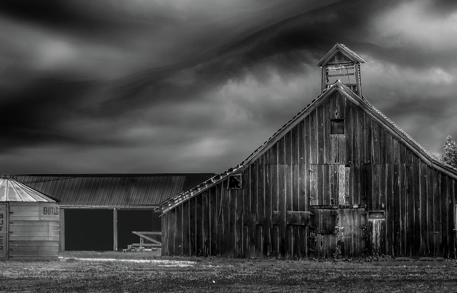 Barn Photograph - Historic Barn by Laura Terriere