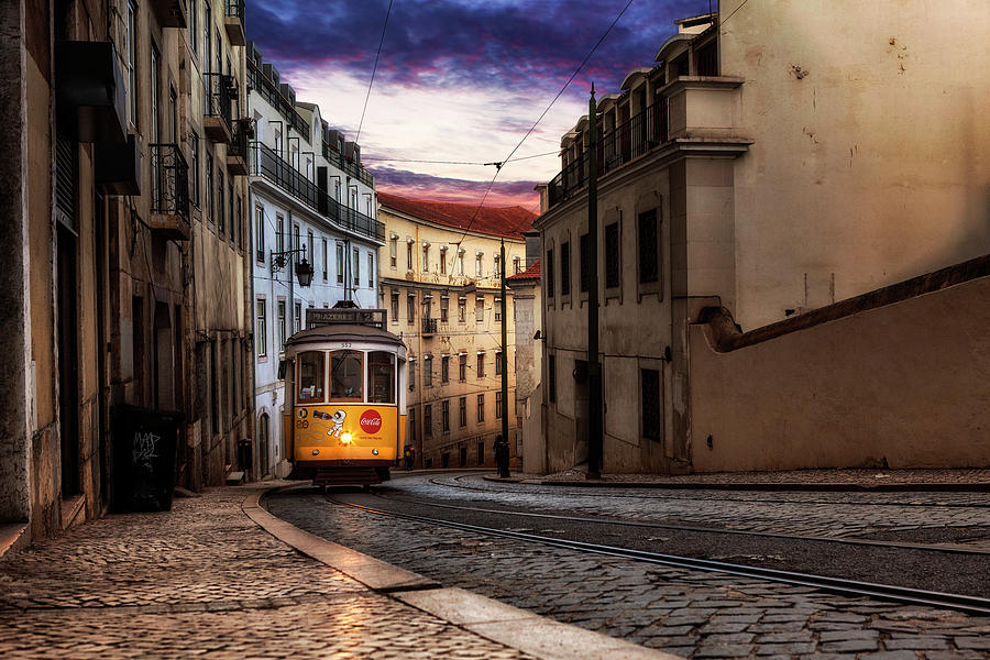 Historic tram by Jorge Maia