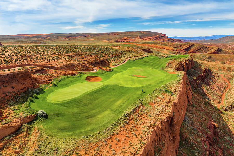 Hole 13 at Sand Hollow Golf Course by Mike Centioli
