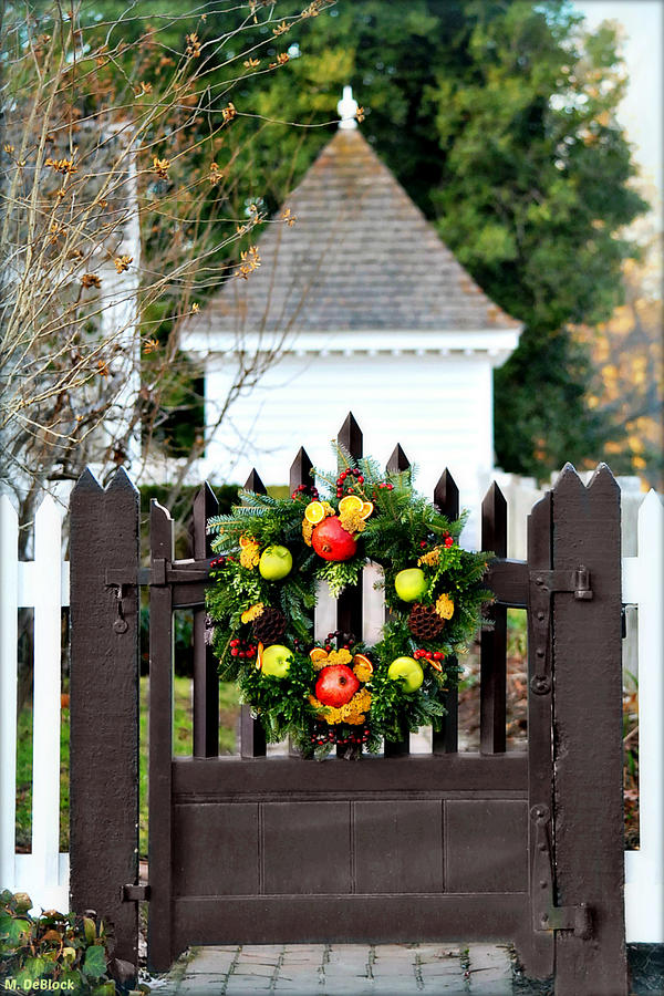 Holiday Gate - Colonial Williamsburg, Virginia  Photograph by Marilyn DeBlock