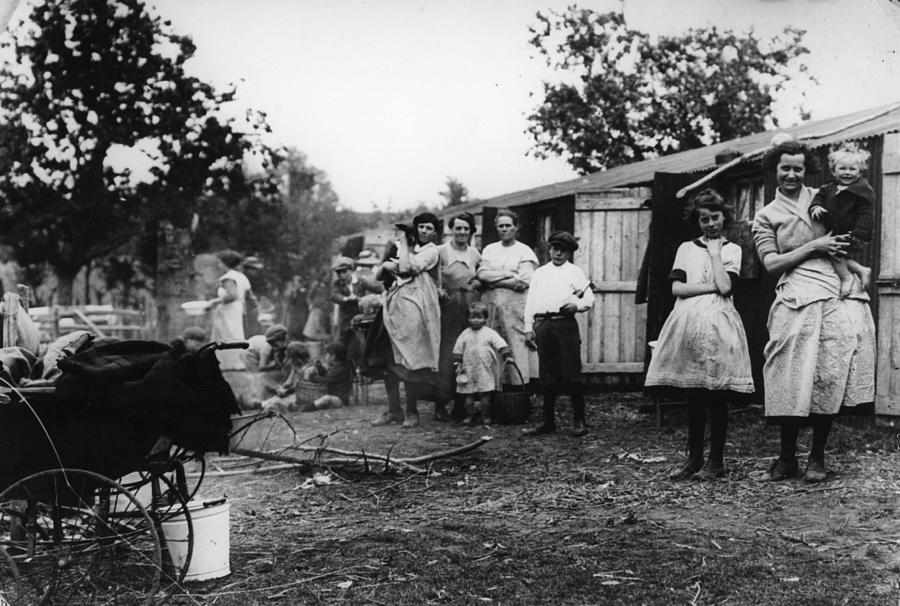 Hop Camp Photograph by Hulton Archive