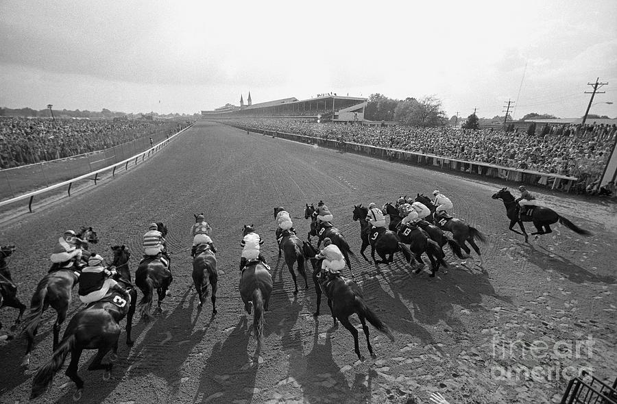 Horse Racing - The Kentucky Derby Photograph by Bettmann