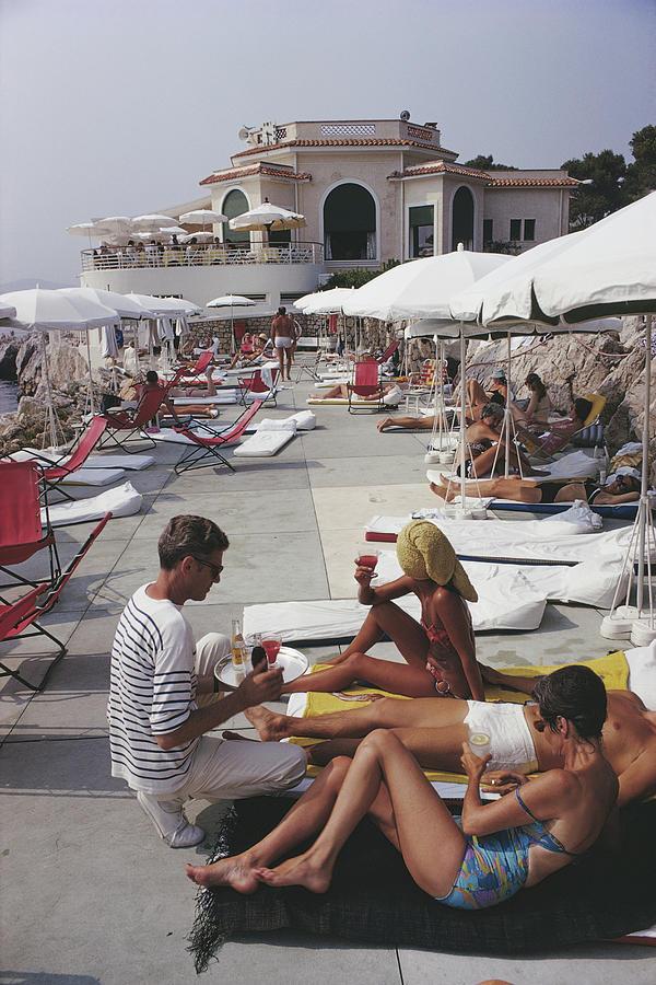 People Photograph - Hotel Du Cap by Slim Aarons