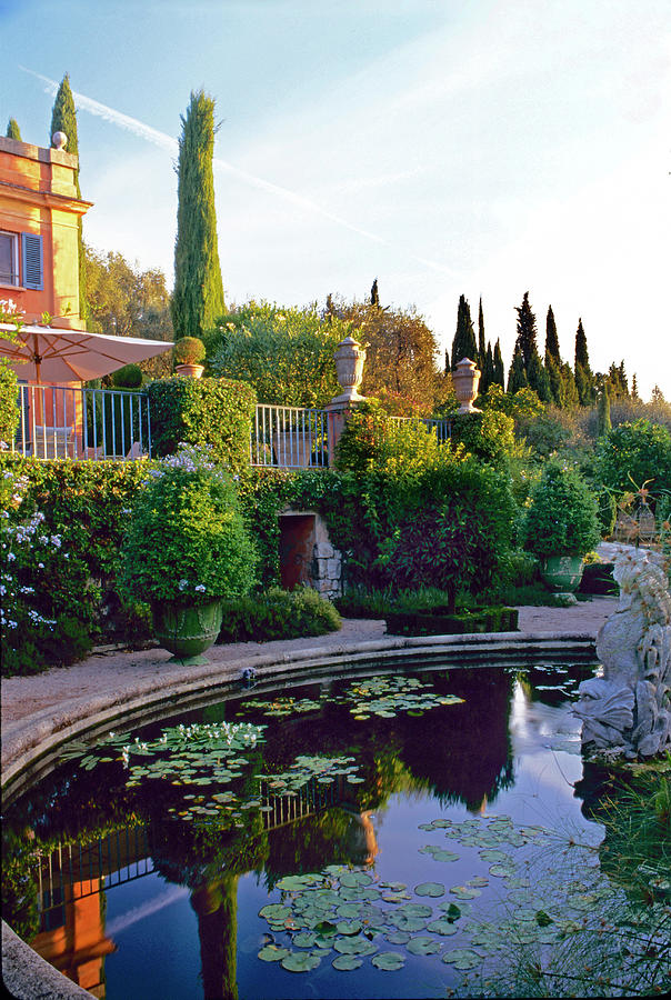 House Looks Over Water Feature Photograph By Richard Felber