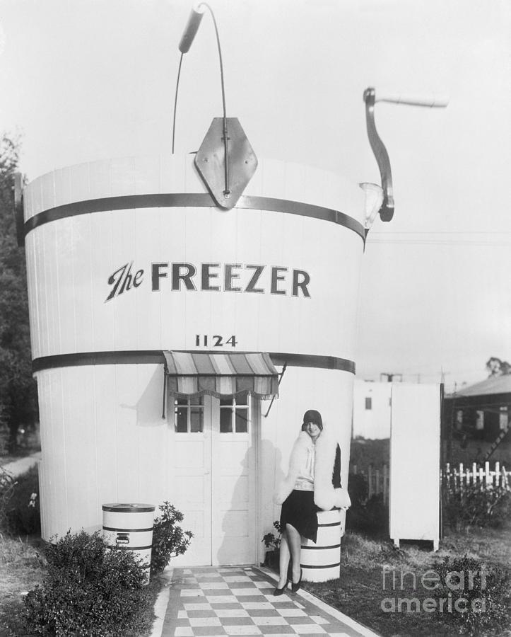 Hut Built To Resemble Ice Cream Maker Photograph by Bettmann