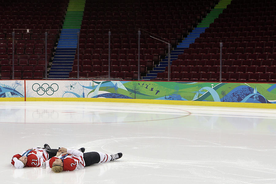 Ice Hockey - Womens Gold Medal Game Photograph by Bruce Bennett