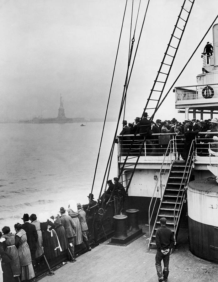 Immigrants Approaching Statue Of Liberty Photograph by Edwin Levick