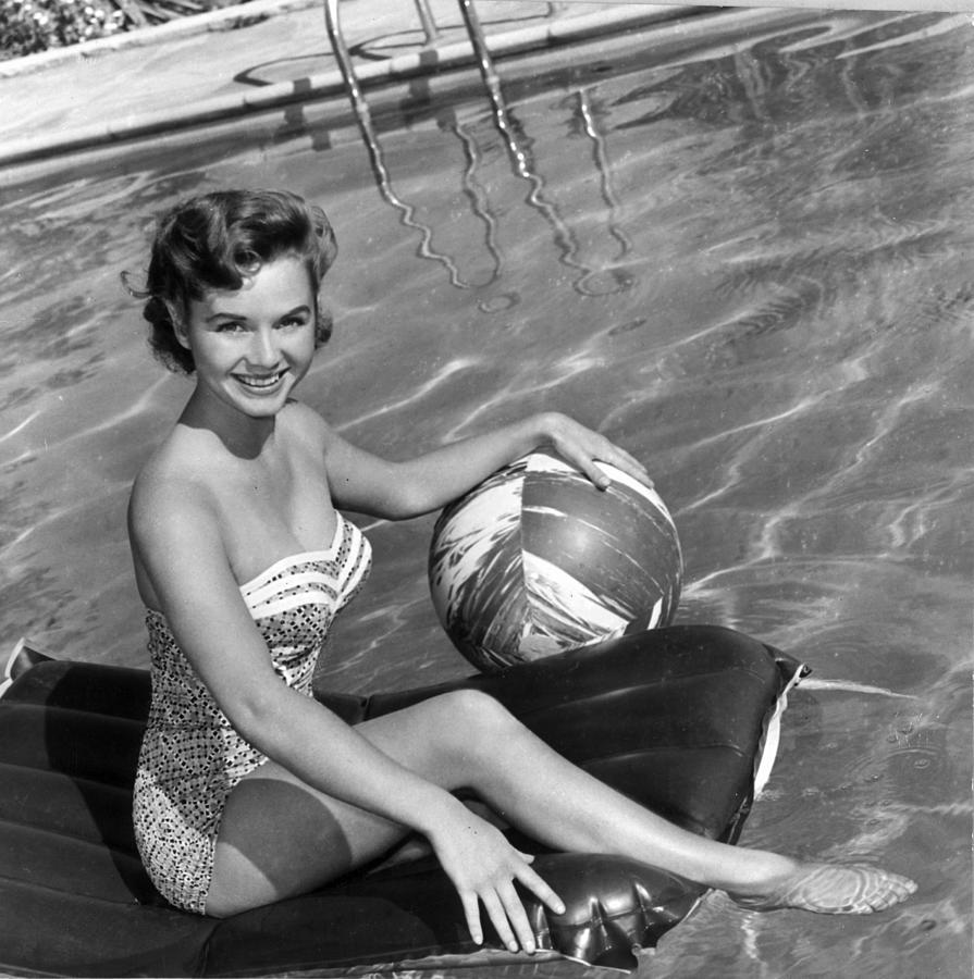 In The Pool Photograph by Hulton Archive