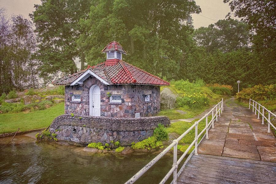 Island Pump House by Tom Singleton