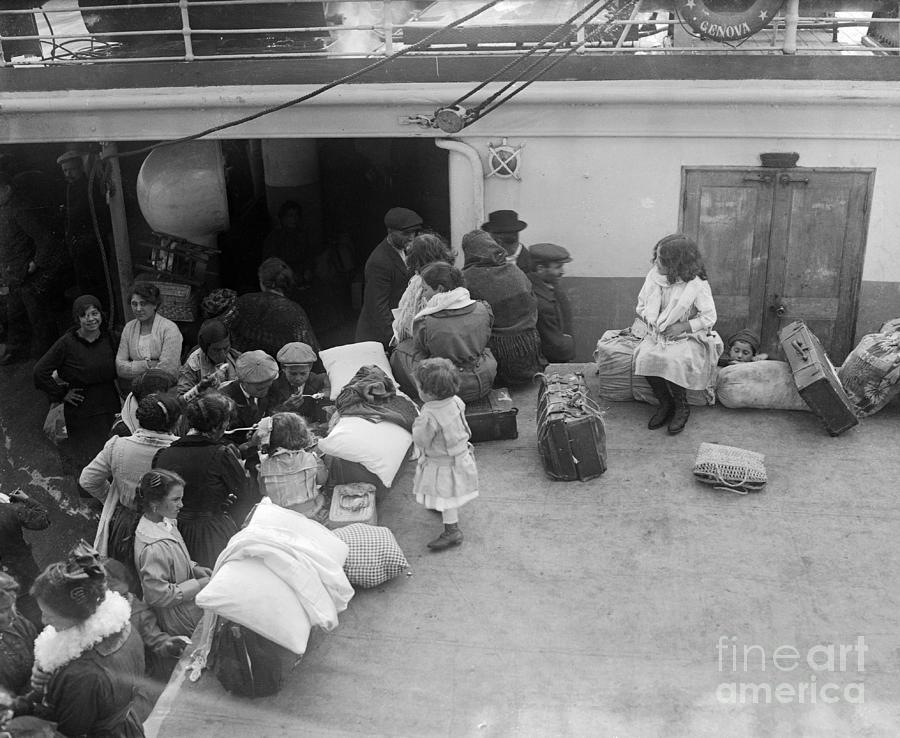 Italian Immigrant Children Photograph by Bettmann
