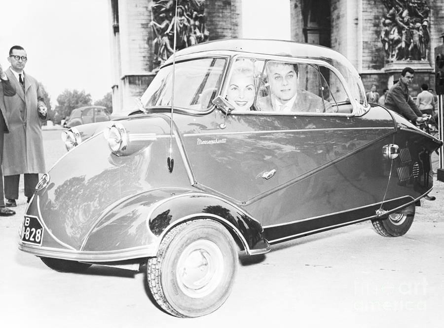Janet Leigh And Tony Curtis In Minicar Photograph by Bettmann