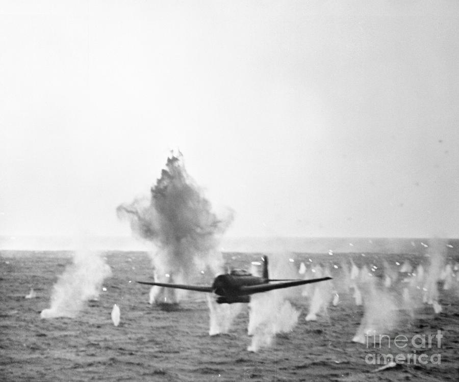 Japanese Torpedo Bomber In Battle Photograph by Bettmann