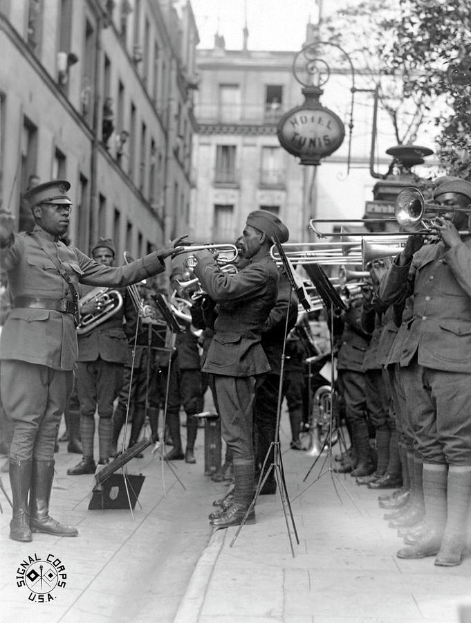 1910s Photograph - Jazz For Wounded Soldiers by Underwood Archives