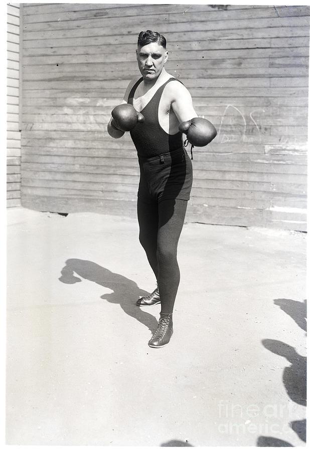 Jess Willard Strikes Fighting Pose Photograph by Bettmann