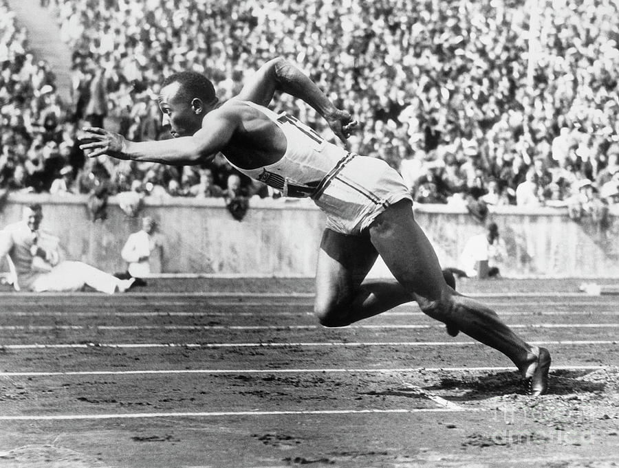 Jesse Owens At Start Of Race Photograph by Bettmann
