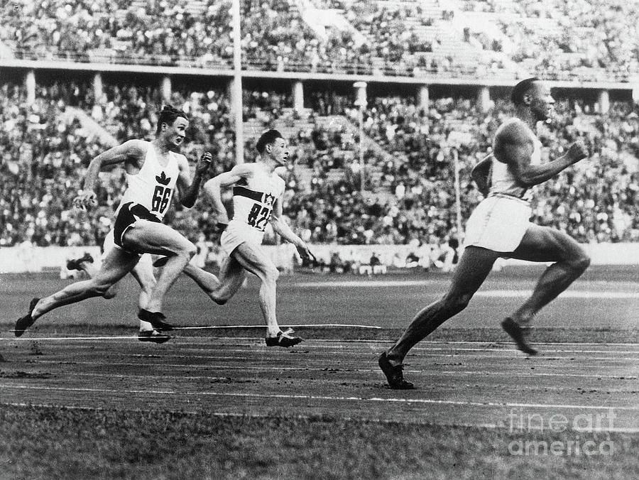 Jesse Owens Running The 200-meter Race Photograph by Bettmann