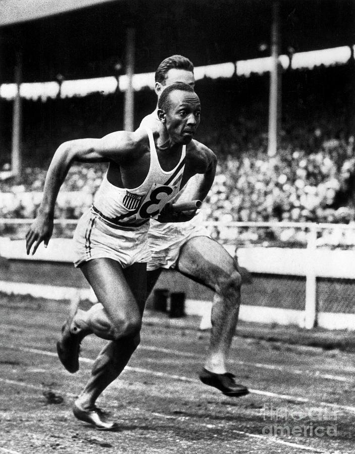 Jesse Owens Taking Baton During 400 Photograph by Bettmann