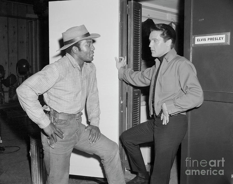Jim Brown With Elvis Presley Photograph by Bettmann