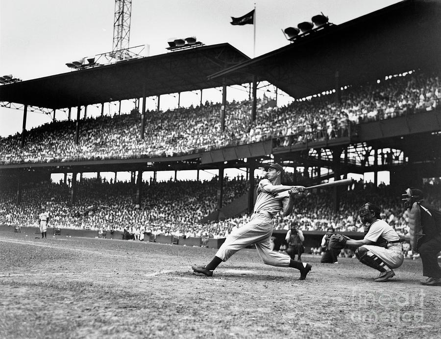 Joe Dimaggio Batting Photograph by Bettmann