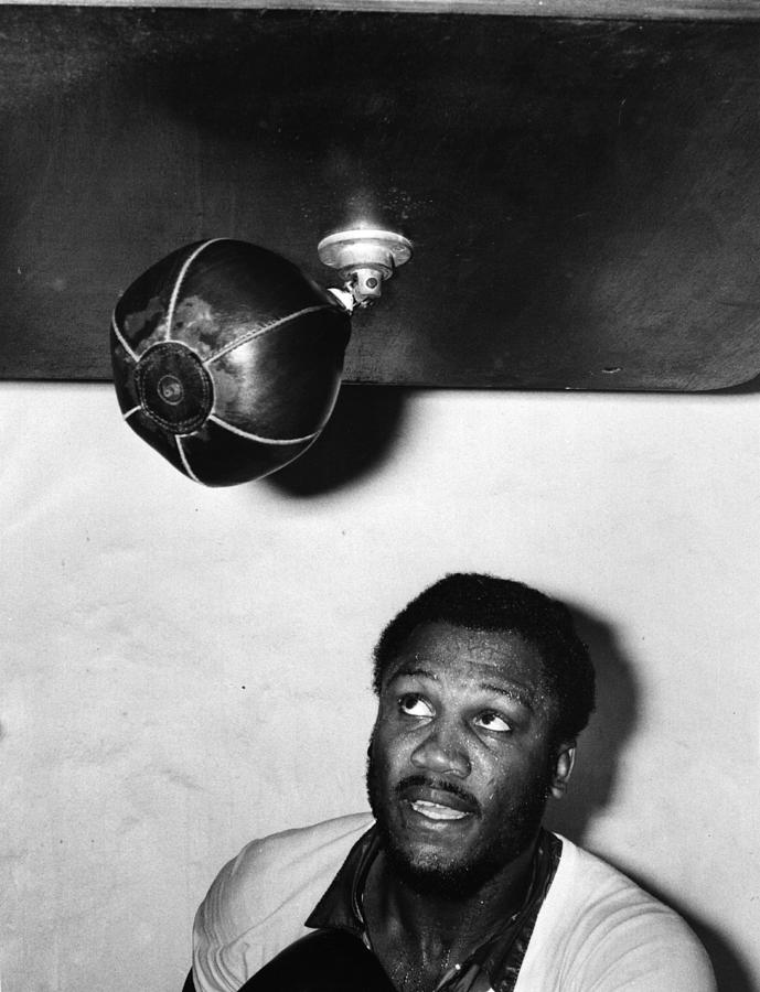 Joe Frazier Photograph by Evening Standard