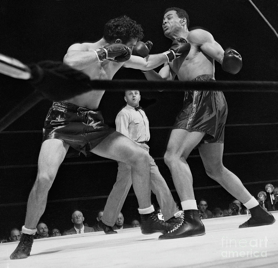 Joe Louis And Billy Conn In Boxing Match Photograph by Bettmann