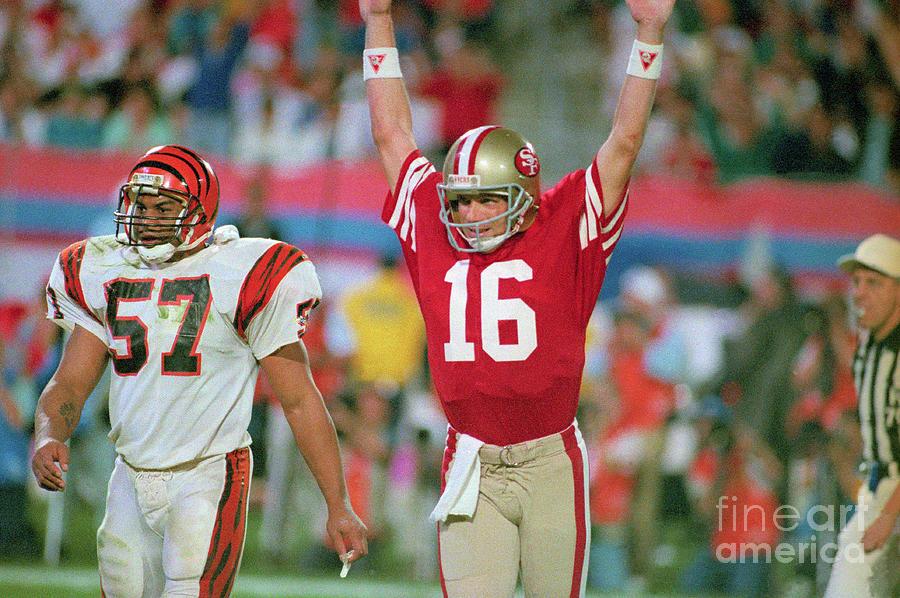 Joe Montana Celebrating Touchdown Photograph by Bettmann