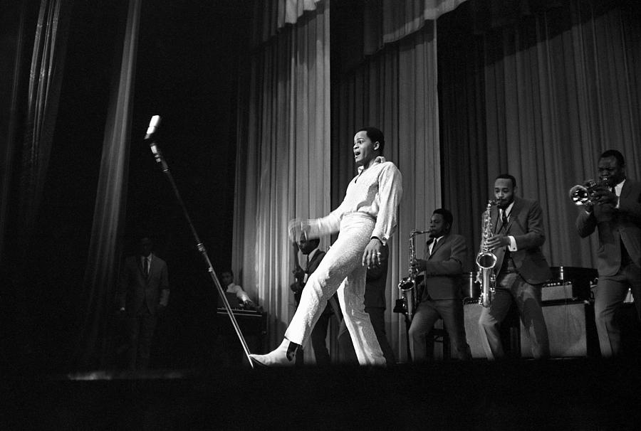 Singer Photograph - Joe Tex At The Apollo by Michael Ochs Archives