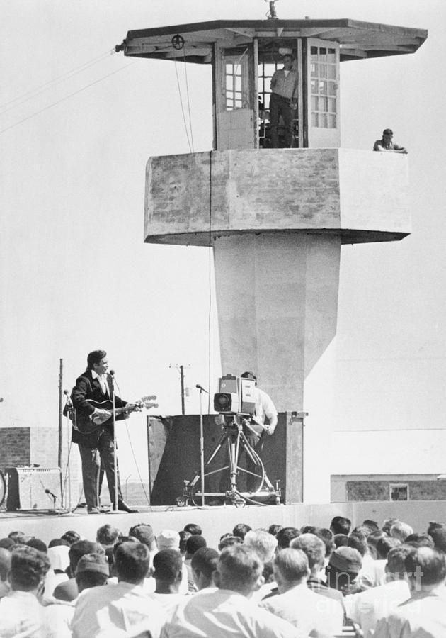 Johnny Cash Singing For Cummins Prison Photograph by Bettmann