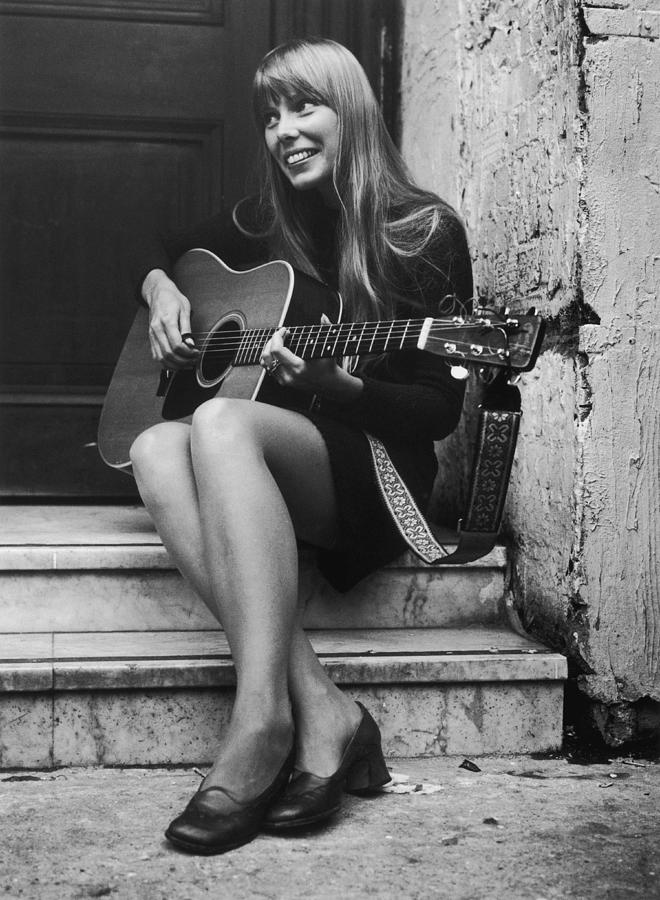 Joni Mitchell Photograph by Central Press