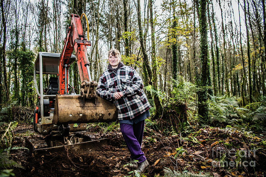 United Kingdom Photograph - Julie Hillman - Female Gravedigger by Keith Morris