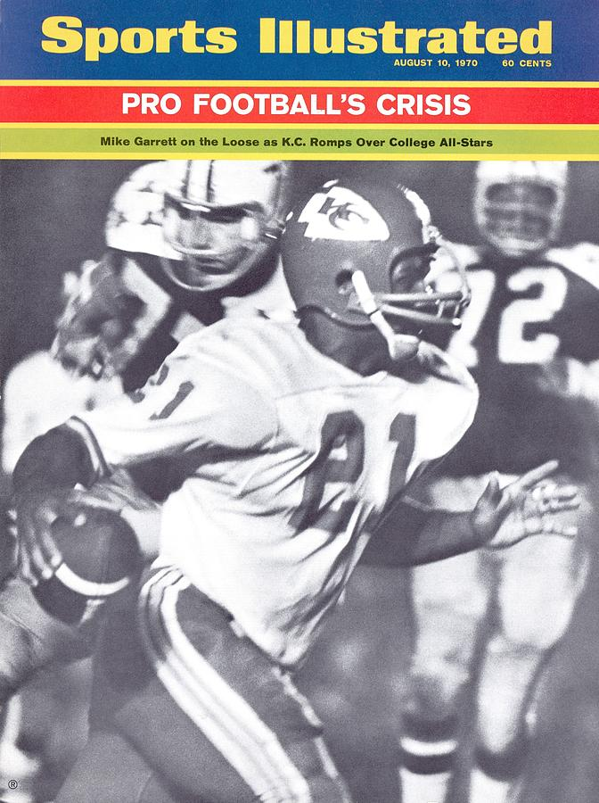 Kansas City Chiefs Mike Garrett... Sports Illustrated Cover Photograph by Sports Illustrated