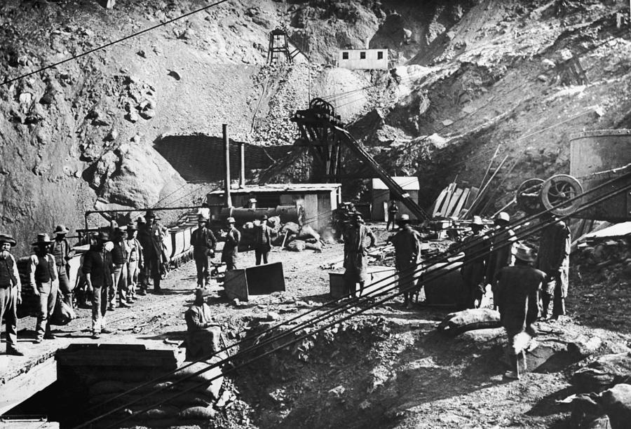 Kimberley Diamond Mine Photograph by Hulton Archive