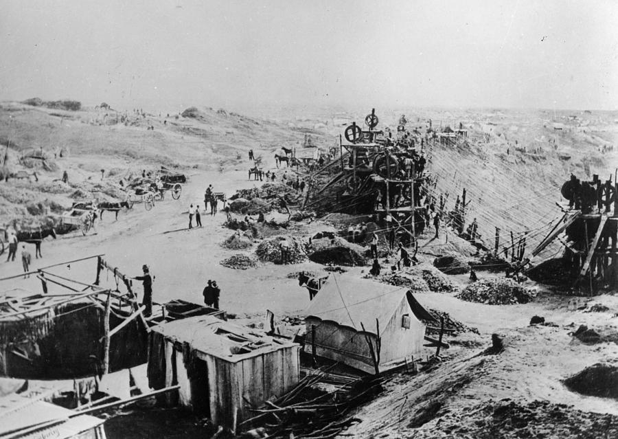 Kimberley Mine Photograph by Hulton Archive