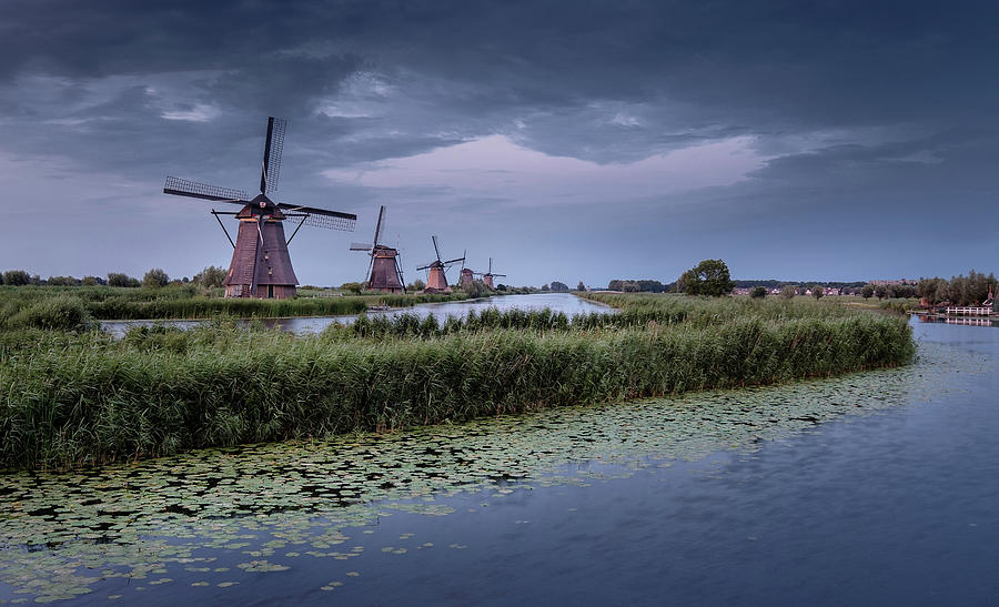 Kinderdijk dark sky by Mario Visser