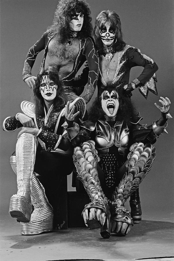 Kiss In New York Photograph by Fin Costello