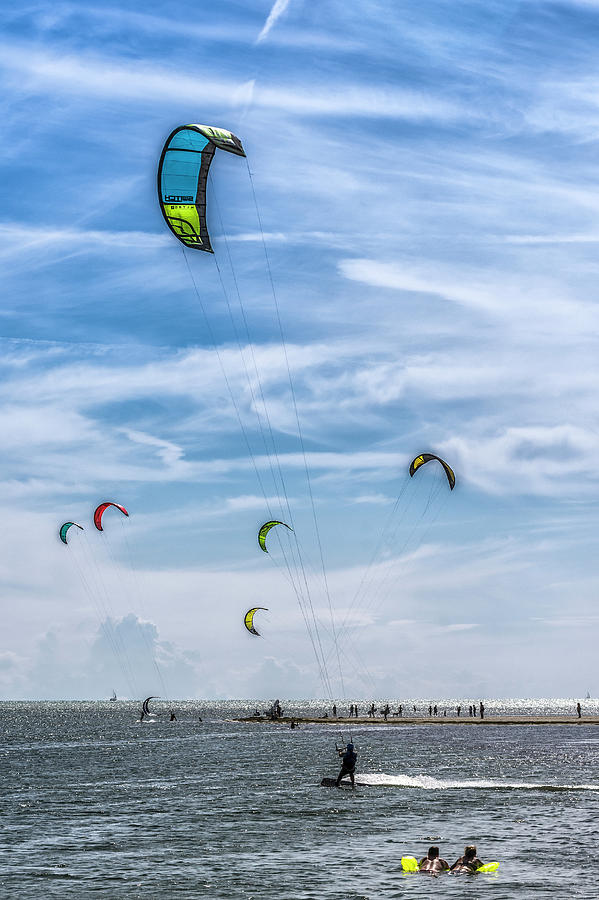 Kitesurfing in Grado Pineta by Wolfgang Stocker