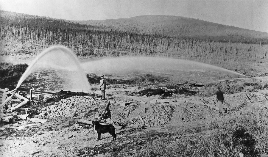 Klondike Gold Rush Photograph by Hulton Archive