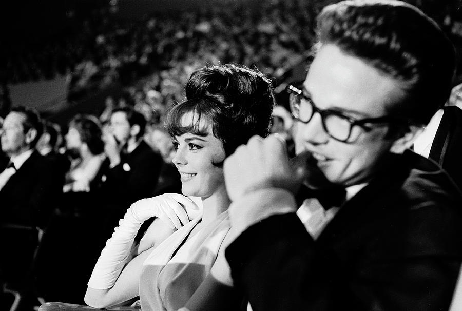 L-r Actors Natalie Wood & Warren Beatty Photograph by Allan Grant