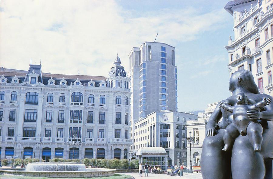 Oviedo Photograph - La gorda de Botero in Oviedo by Nacho Vega